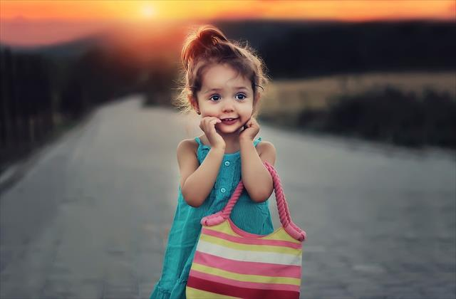 お金がない!貧困家庭で育つ子供の特徴