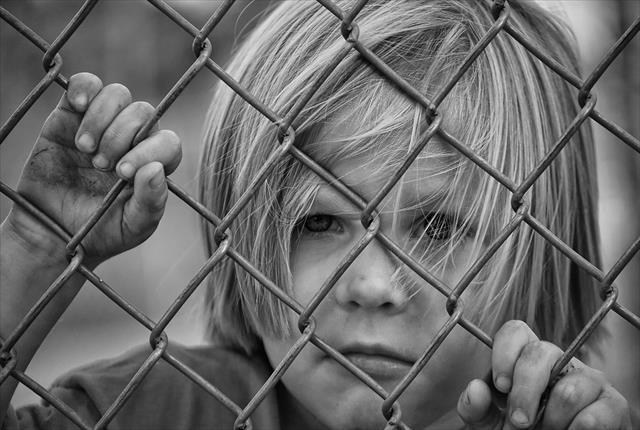 子供に自分なんかいない方がいいと思わせる親。心理と対処法