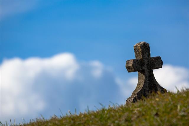 墓参りを強要する毒親