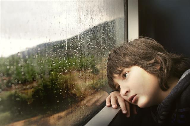 「生きていて楽しくない」は虐待のせいだった!その心理と対処法