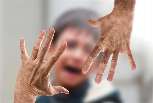 虐待されている子供の特徴 5つ